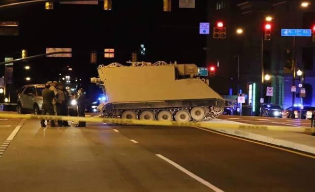 (Video) Seperti dalam 'Game' GTA, Prajurit Ini Curi 'Tank' untuk Keliling Kota